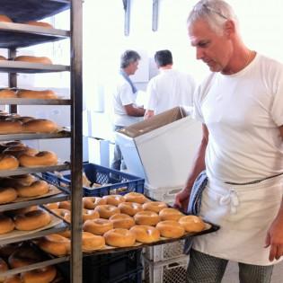 Bagel-Qualitätsprüfung und Frischegarantie bei der American Bagel Company